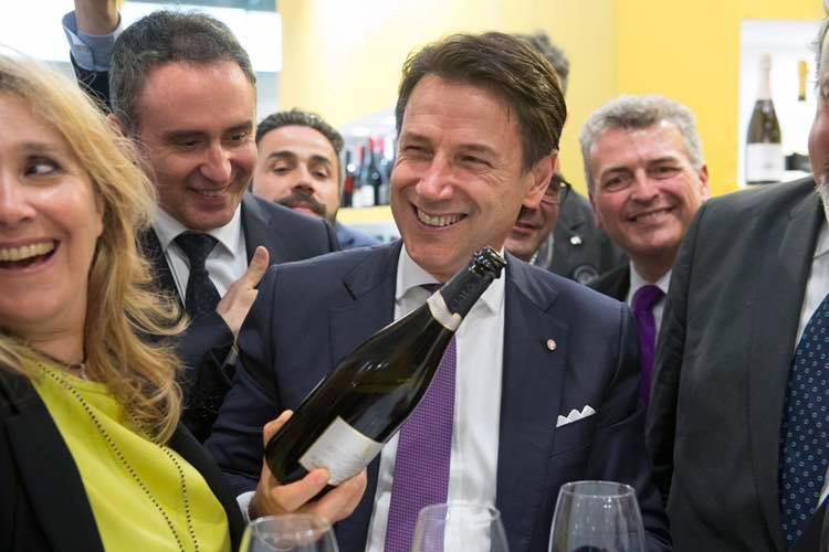 Il Premier Giuseppe Conte, al Vinitaly Brinda con Spumante Pugliese – Ciatò Brut Rosè –